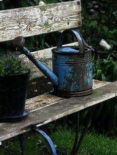 Rusty blue can!! Fabulous!!!