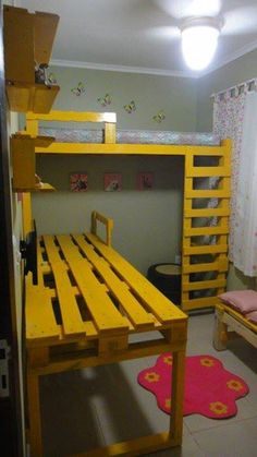 Pallet bedroom with desk, bench and loft bed.