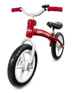The Radio Flyer Glide & Go Balance Bike boosts your child's confidence by giving them a more fun and effective way to learn how to ride a bike. This pedal-free beginner bike allows them to focus on balance, preparing for a two-wheeler in no time.