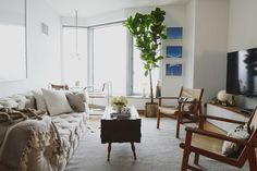 Casey DeBois's New York City Apartment Tour #theeverygirl