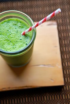 kale spinach & pear smoothie