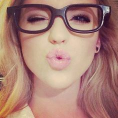 makeup and the glasses <3