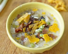 STARTER / APPETIZER / LUNCH:  Albertsons Market » Recipe-of-the-Week: 10/17/2012:Corn and Leek Chowder. I am always looking for new soup recipes, especially during the winter months. This one looks delicious, satisfying and beautiful! #colorful #harvest #recipe
