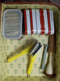 Cotton spinning travel kit. Uses cat combs as cotton cards.