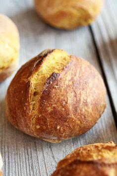easy no-knead pumpkin bread bowls