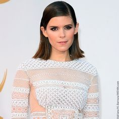 Kate Mara paired her edgy white dress with bronzy makeup at the 2013 Emmys.