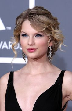 If only my hair could look like Taylor swift's:) curly hair loose up-do