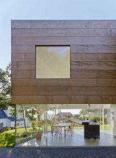 Elding Oscarson completes Swedish seaside house in Molle. seasid hous, glass