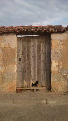 Puertas antiguas de madera on pinterest spanish doors for Puertas de madera antiguas