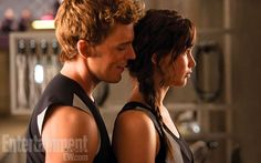 Finnick tries to break Katniss's concentration during training