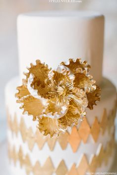 white wedding cake with gold detail / Taylor Lord Photography / via the Style Unveiled wedding blog