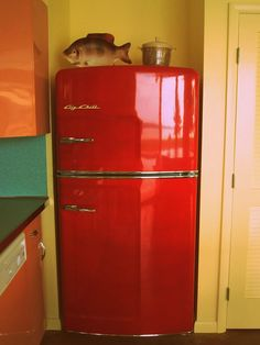 red-big-chill-fridge via retro renovation.com