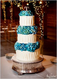 Buttercream frosting alternating with blue hydrangea layers - Photo by Jason