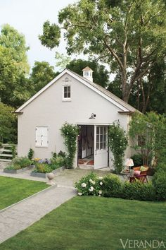 """Now that's a great garden """"shed"""" <3"""