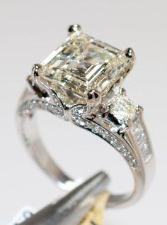 4.48ctw, 3.70ct CNTR Diamond 18KT Gold Ring