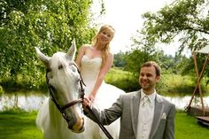 Bride on a white horse | Photo by http://familycreative.ca