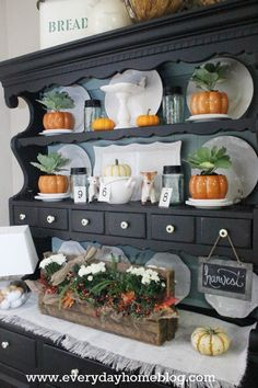 Breakfast Room Hutch for Fall at The Everyday Home #theeverydayhome  #fall
