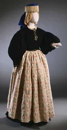 Bridal ensemble from Scanno, Abruzzi, Italy, early 20th century.