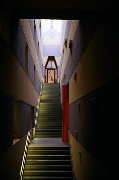 Staircase inside the Sackler Museum at Harvard University - James Stirling #GISSLER #interiordesign