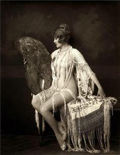 Ziegfield Girl | 1920s | Love her shawl