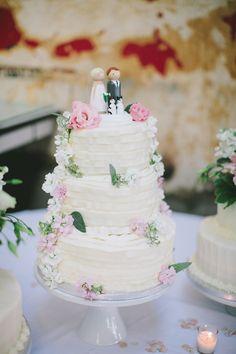 tiered wedding cake, photo by Steven Michael Photography http://ruffledblog.com/kansas-city-loft-wedding #weddingcake #cakes