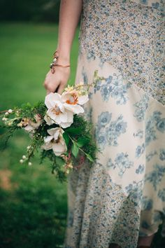 Foraged bridal bouquet | My Dear Love | see more on: http://burnettsboards.com/2014/10/wooded-floral-wedding-inspiration/