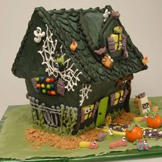 Spooktacular Haunted House: This is the perfect Halloween activity to work on with the kids. When done, put it on display at your Halloween parties or for your trick-or-treaters to admire.