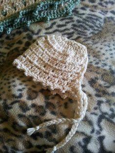 Unique Preemie Baby Bonnet - free pattern