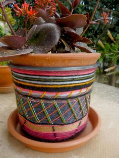 infinity blend: How to decorate a plastic flower pot using yarn leftovers