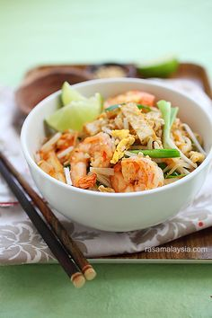 Shrimp Pad Thai on the Lighter Side - Guest post from Rasa Malaysia seafood, pad thai, eat, yummi, recip, padthai, shrimp pad, lighter side, asian
