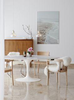 Tulip table by Eero Saarinen from Knoll International | Est-Magazine-Portrait-Studio-Oink-dining