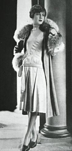 Ensemble d'après-midi «Gamin» par Lucien Lelong, 1927.