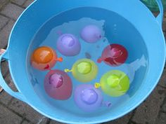 water play, preschool activ, baby play, water balloons, play idea, ece idea, devin idea