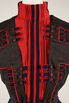 1899-1900 Walking dress - bodice and plastron vest detail