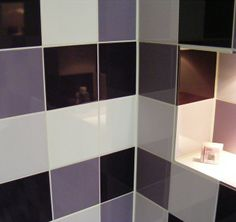 Kleur in het interieur on pinterest vans magazines and designers guild - Zwarte badkamer witte ...