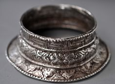 Silver cuff shaped like a conch, ladakh India early 20 th c( inventory for sale info@singkiang.com)