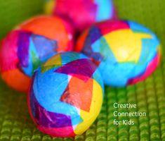 Oeufs de Pâques décorés avec papier de soie
