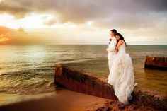 Hawaii Destination Wedding // MeewMeew Studios // Check out the view: http://www.weddingwire.com/wedding-photos/cakes/cupcakes-ideas-we-love/i/66f41281af7578a1-307efb26abbf584b/de5866620b4e1d47