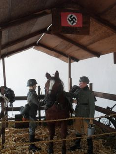 horse stables 1/6th scale: