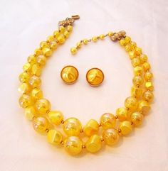 vintage yellow bead necklace & earrings