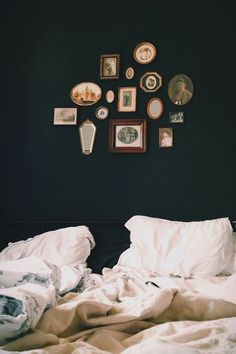 design bedroom, bedroom decor, black walls, bedroom walls, dark walls, vintage frames, wall beds, bedroom designs, bedroom art