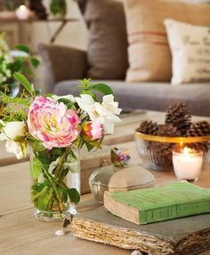 vintage books, vignettes, rose, coffee tables, detail, flower decorations, fresh flowers, style fashion, old books