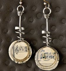 Discover the joys of paper #jewelry making with these unique earrings!