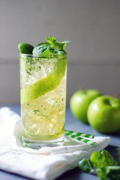 A refreshing apple mojito