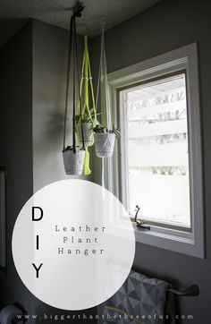 DIY Leather Plant Hanger made with recycled leather belts #upcycle #homedec #tutorial
