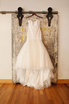 Beautiful wedding dress with gold background: http://www.stylemepretty.com/oregon-weddings/portland/2014/05/07/mint-gold-portland-winter-wedding/ | Photography: Love the Sweet Life - http://www.lovethesweetlife.com/