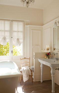 airy French bath