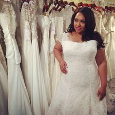"""YES, we hit the jackpot at #bridalmarket with this stunning fit and flare from @rozlakelinbridal! Perfect for all #plussisize and #curvybrides. Kudos to @tidewaterandtulle for getting the picture for me!! #plussizebride #curvybrides #bridalfashionweek""""  #repost from @tidewaterandtulle"""