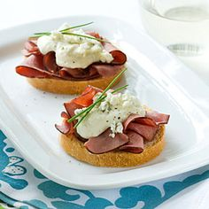 Beef and Blue Crostini--what a great presentation:) I would not use Oscar Mayer deli meat though; I would use Boar's Head roast beef deli meat:)