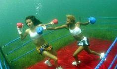♒ Underwater boxing = crazy! ♒